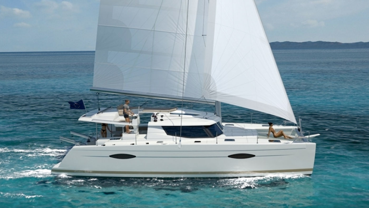 Catamaran Ella Fountaine Pajot 44 exterior