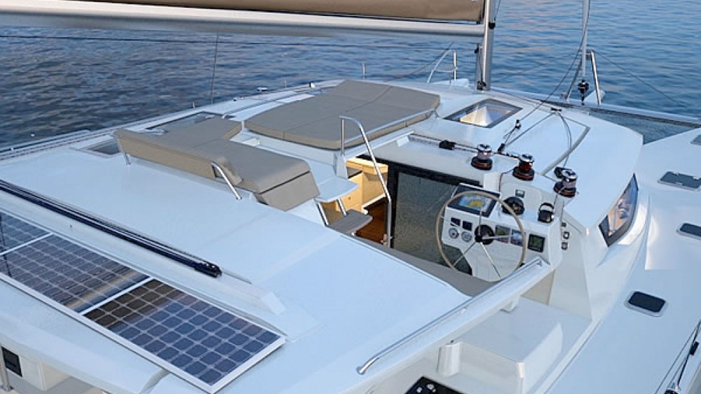 Catamaran Ella Fountaine Pajot 44 top deck