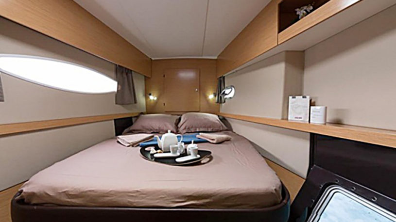 Sun kamer aan boord van catamaran Ella